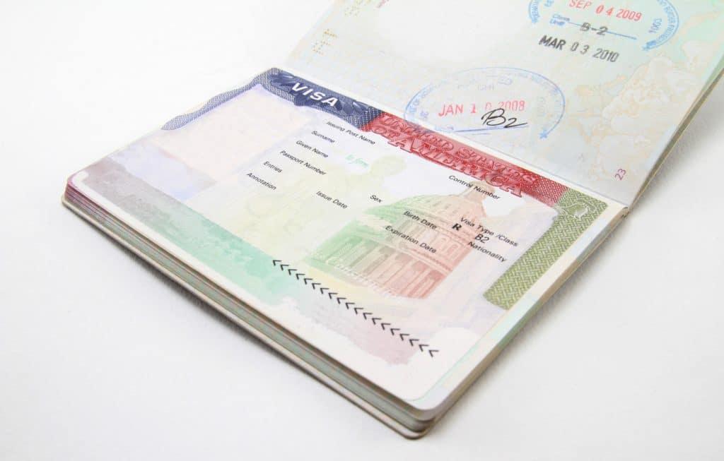 Отовсюду обо всем: Ужесточение миграционных правил: нужна виза в США – покажите аккаунты в соцсетях