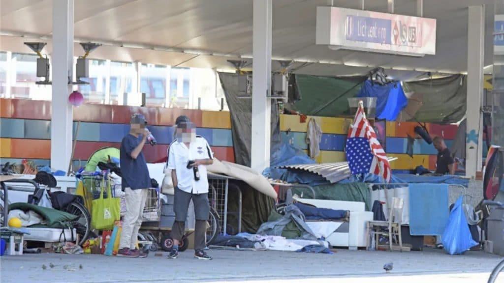 Общество: Берлин: вокзал Лихтенберг оккупировали бездомные. Местные власти не собираются прогонять их