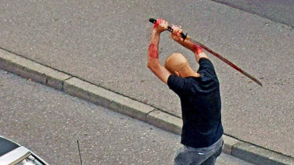 Происшествия: Мужчина зарубил знакомого мечом: что стало причиной жестокого убийства?