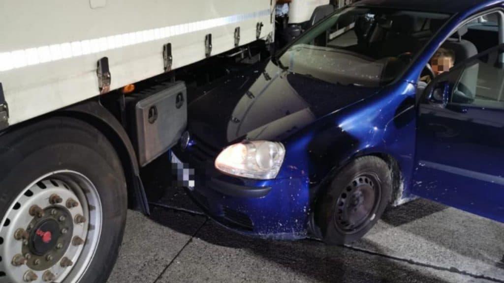 Происшествия: Восьмилетний ребенок снова взял машину своей матери, но в этот раз спровоцировал ДТП