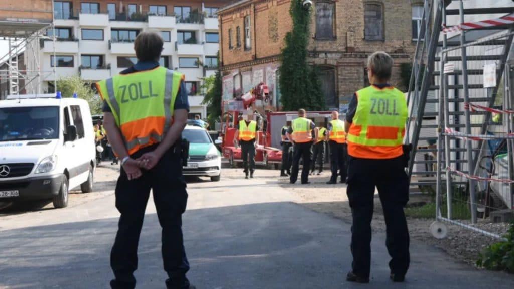 Происшествия: Торговля людьми и контрабанда: в Берлине таможня и полиция проводят масштабный рейд