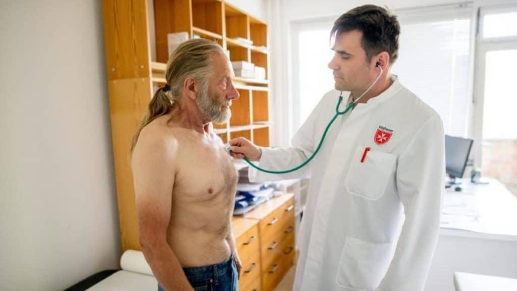 Общество: Берлин: Хайнц 23 года не мог получить медицинскую помощь, потому что у него нет страховки