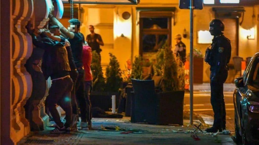Происшествия: В Магдебурге во время стрельбы перед кальянной пострадало несколько человек