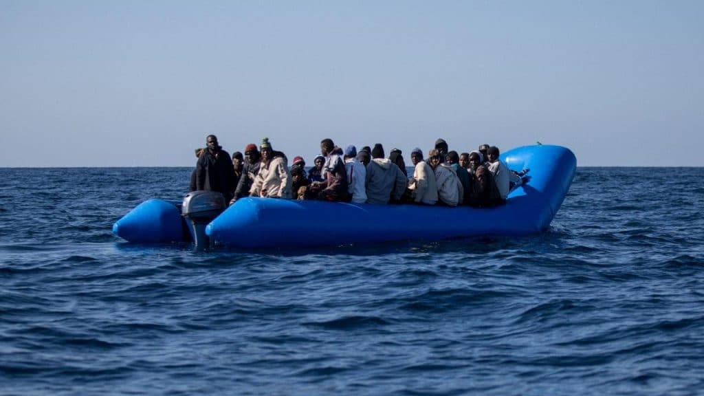 Общество: Европа продолжает потерпать от беженцев, но их становится меньше