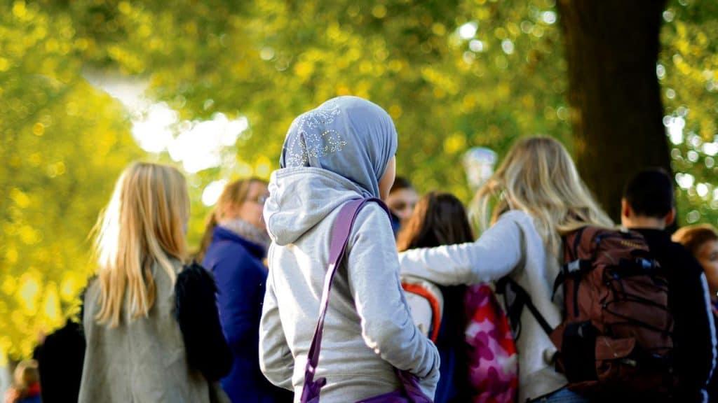 Общество: Австрия запретила детям ношение платков. Последует ли примеру соседей Германия?