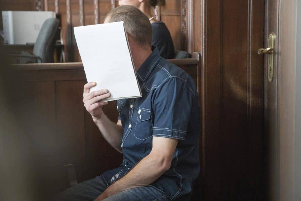 Происшествия: В Берлине муж ослепил жену кислотой. Он утверждает, что это вышло случайно