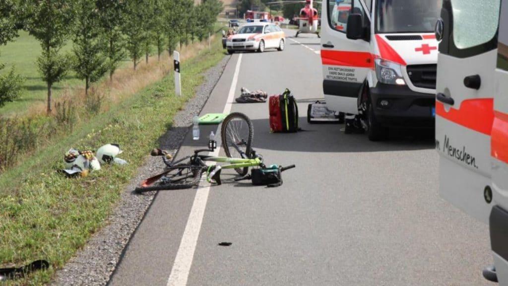 Происшествия: Машина сбила семью велосипедистов. Мать погибла, дети в тяжелом состоянии