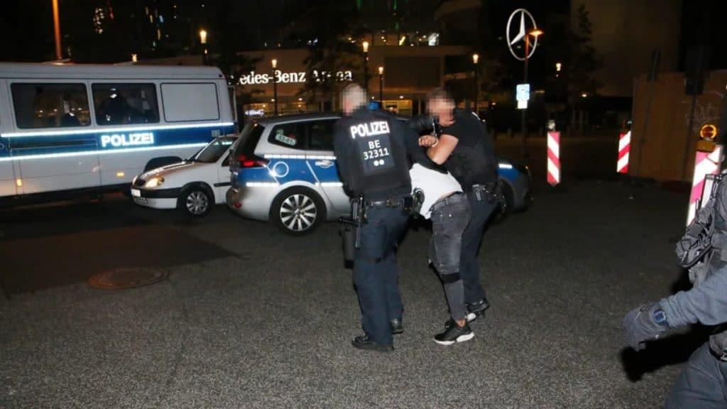 Происшествия: В Берлине на мосту Обербаумбрюкке за одну ночь совершили сразу два нападения: три человека пострадали