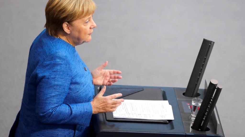 Политика: Меркель призвала Европу собраться с силами