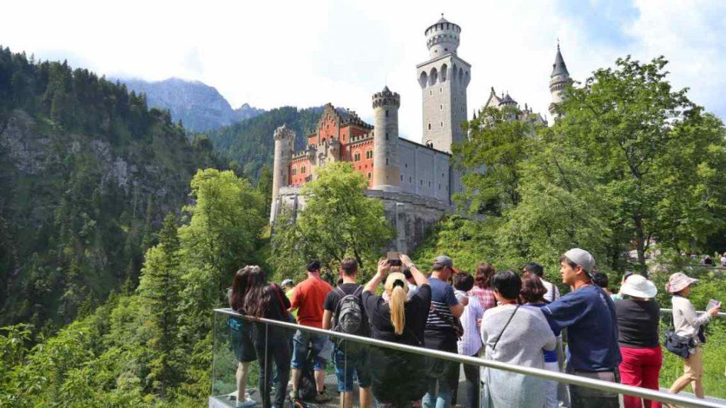 Происшествия: В замке Нойшванштайн исчезли туристы: случай все еще остается загадкой