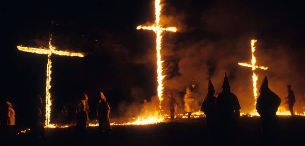 Отовсюду обо всем: Мужчина получил 11 лет тюрьмы за подожженный деревянный крест