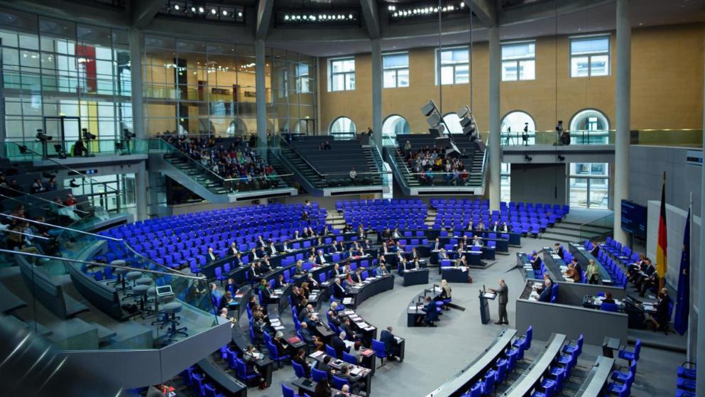 Политика: Меркель с министрами прогуливает работу: заседание бундестага приостановили из-за отсутствия членов правительства