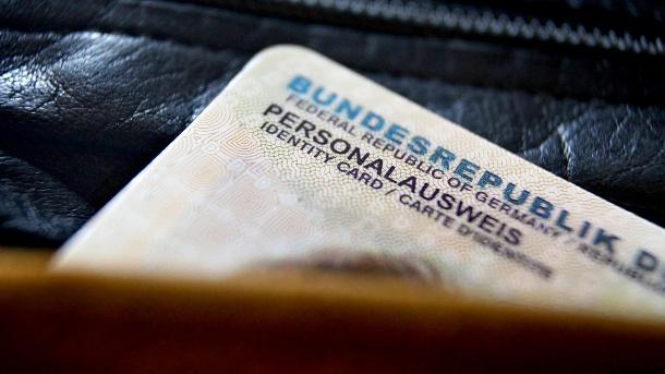 Общество: Фото, отпечатки пальцев, пол: в Германии изменяться удостоверения личности